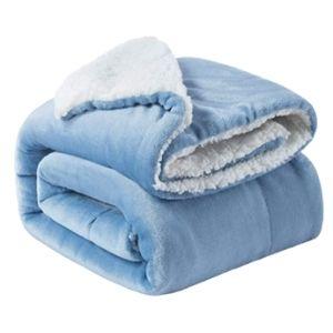 College Essentials Fuzzy blanket